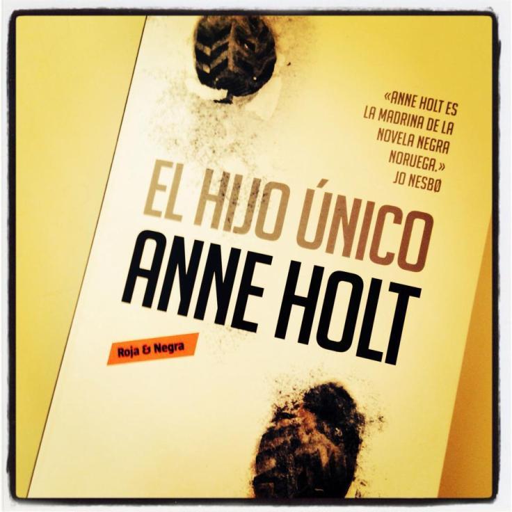 Anne Holt: El hijo único (Colección Roja y negra, Penguin Random House, Barcelona 2014)